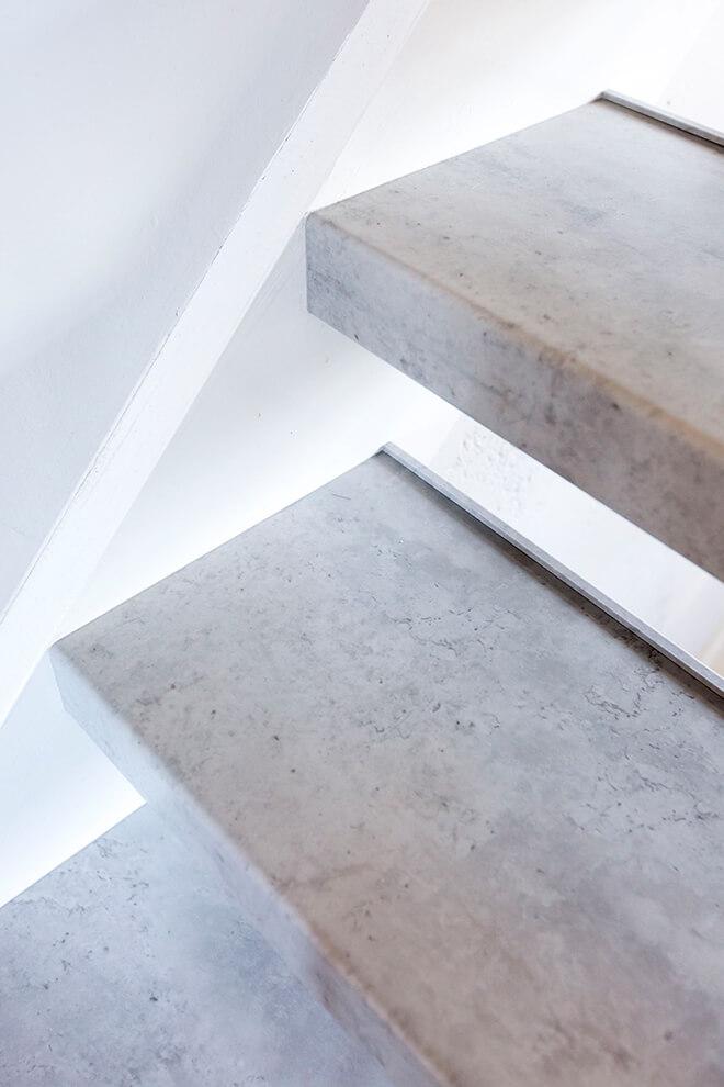 Traprenovatie - Basic stijl - cloudy cement - tredes