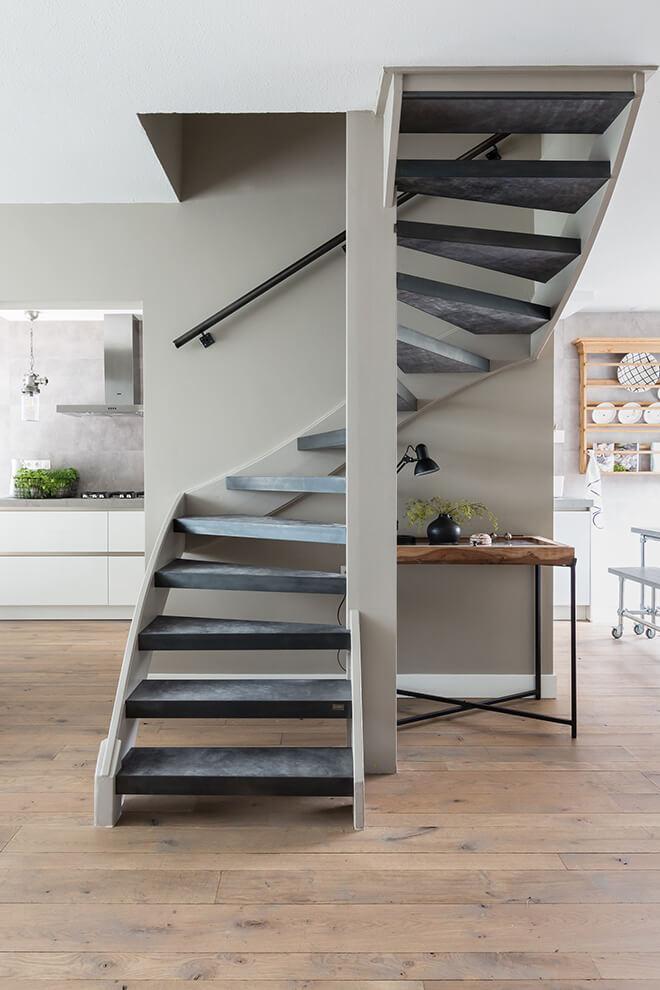 Traprenovatie - Stoer stijl - extreem bijzonder - trap